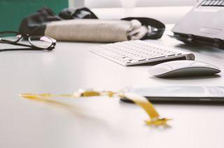 2015_02_Life-of-Pix-free-stock-photos-watch-desk-keyboard-damian-zaleski