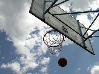 Play-basketball-1427098-640x480
