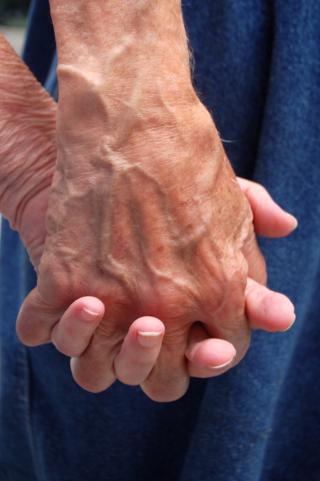 Hands-1310284-1279x1923