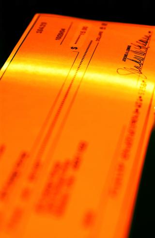 Bank-check-scanning-2-1259527-1279x1963